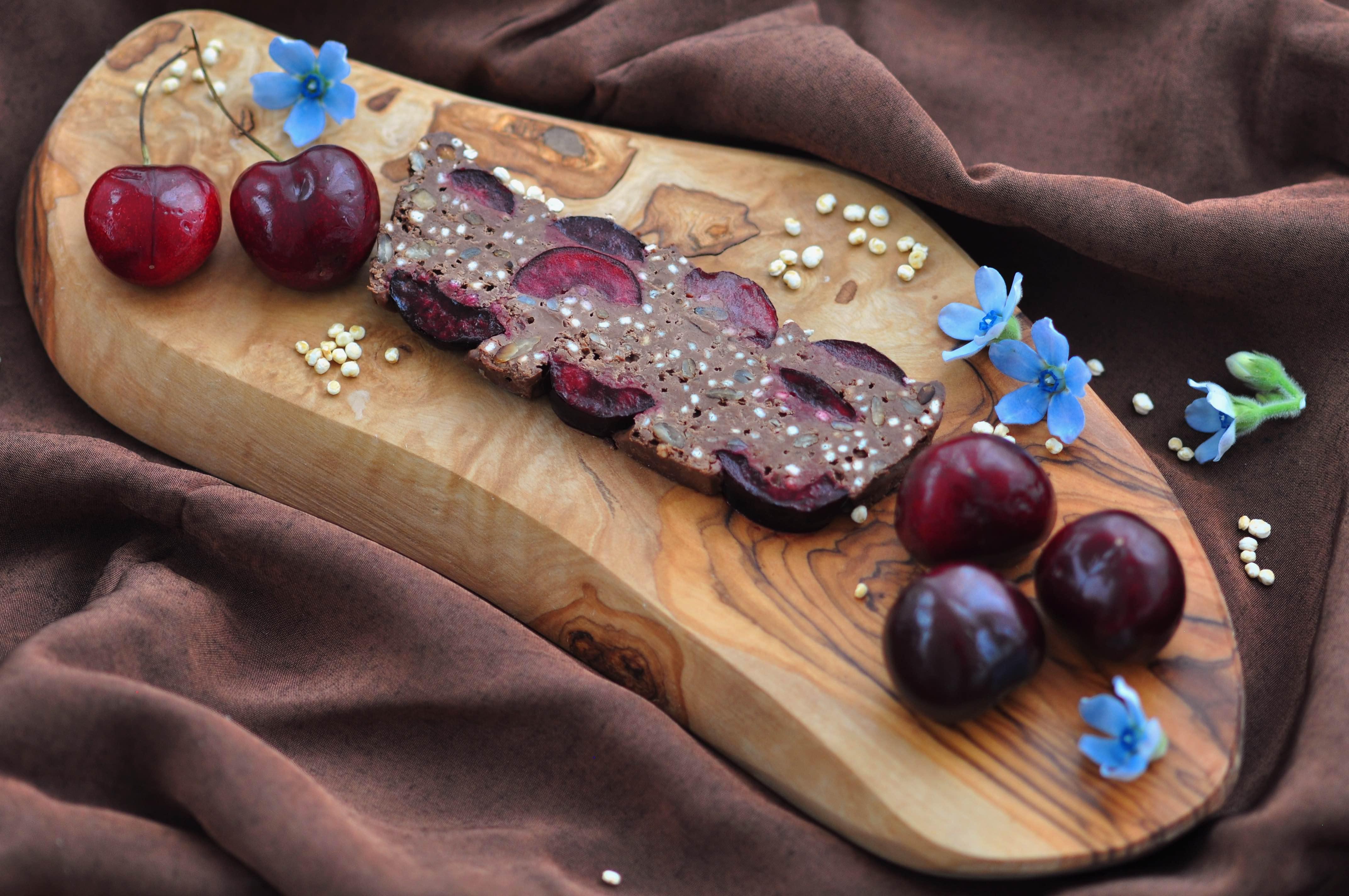 Romige_chocoladetaart_met_kersen_en_gepofte_quinoa