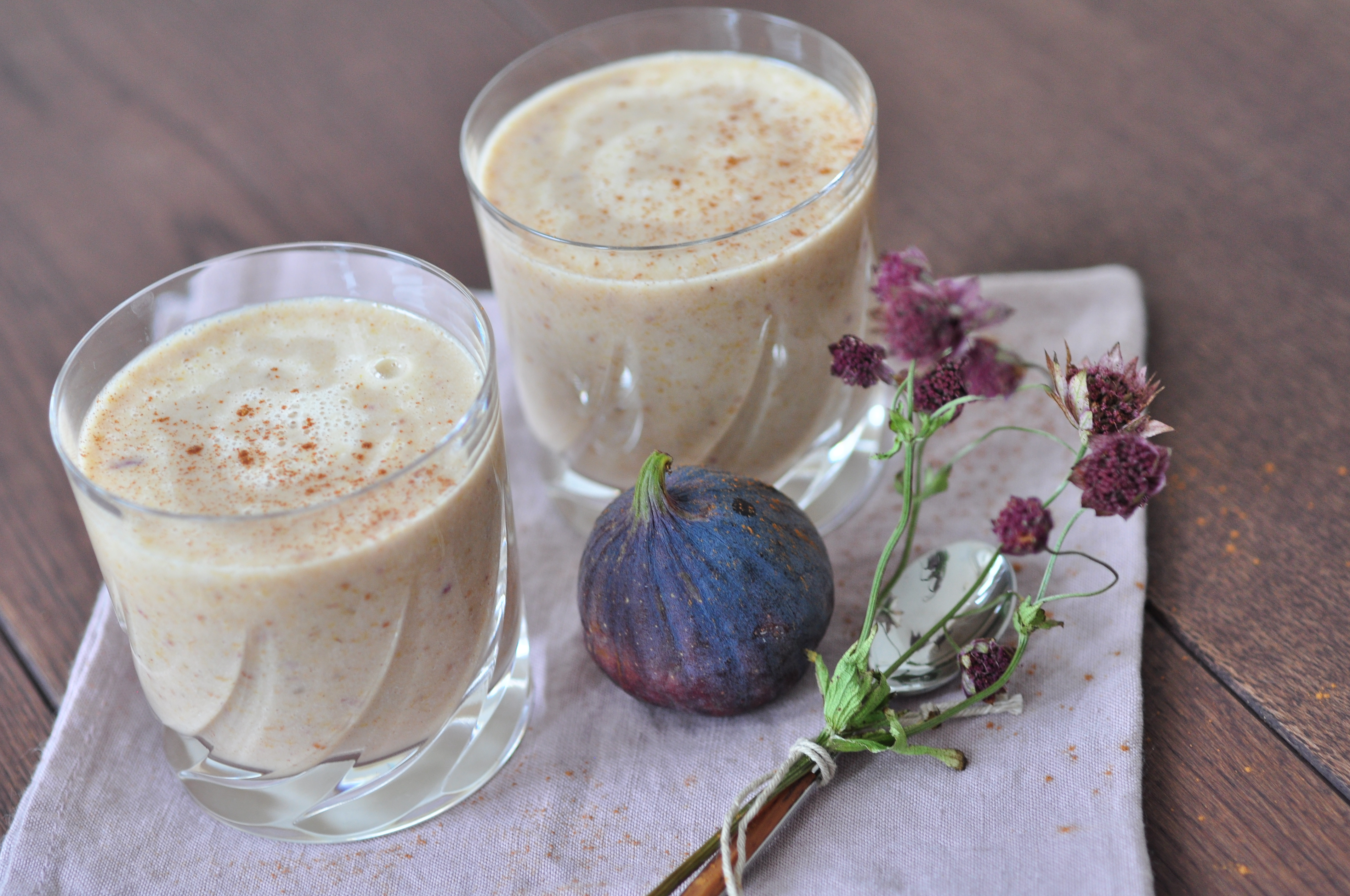 Raw smoothie with fig