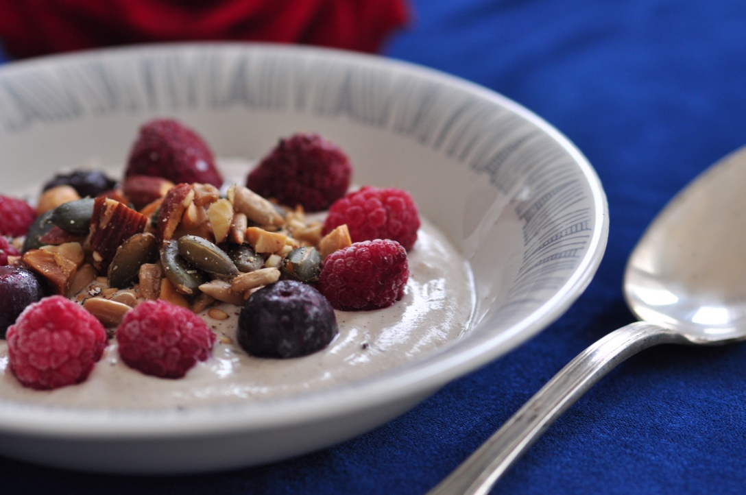 Cashew_yoghurt_with_homemade_granola