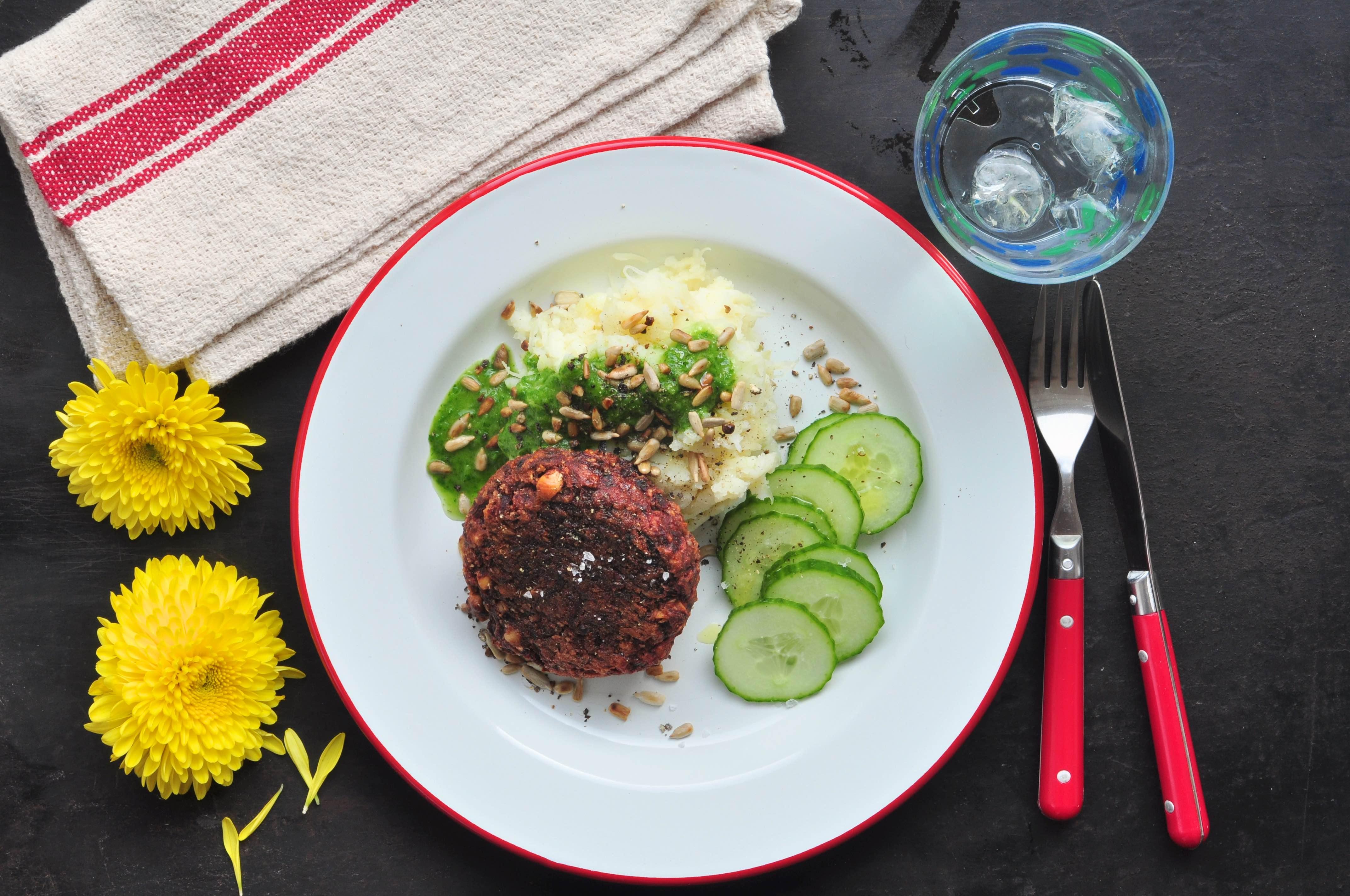 Glutenvrij_bietenburgers_met_kruidenolie_en_aardappelpuree
